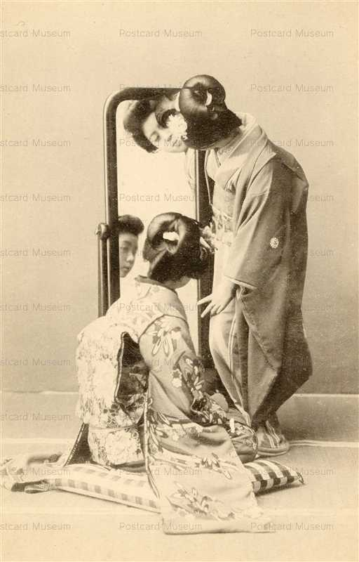 bf020-鏡台を覗き込む美人二人