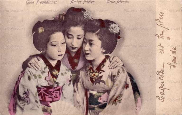 bk008-友人 顔を寄せあう女性三人