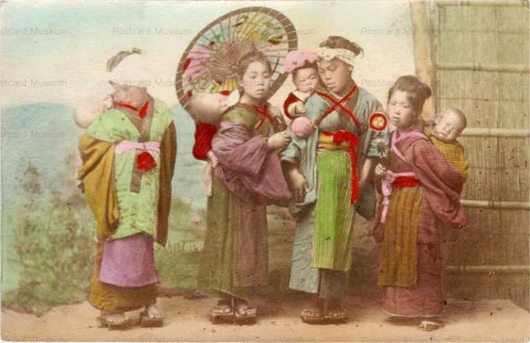 fb140-子守する子供達