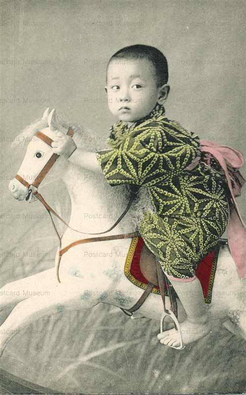 fb385-馬乗り遊びをする子供