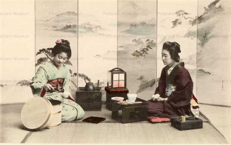 fe003-ご飯をよそう女性二人