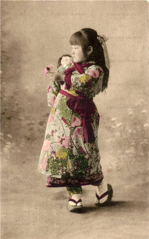 fi023-市松人形 少女のおんぶ