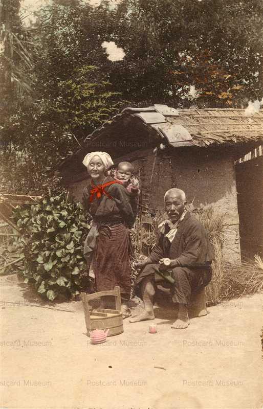 fk185-老夫婦 孫を背負う