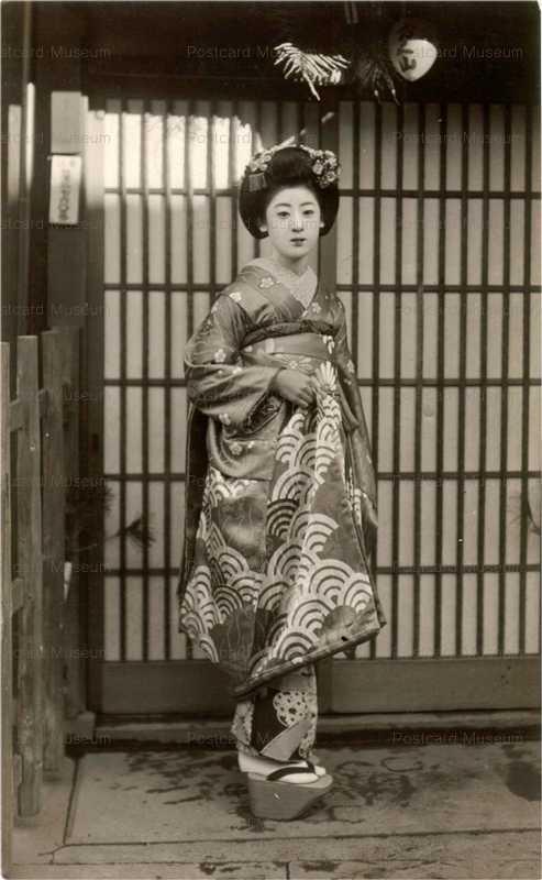 mb006-玄関前 舞妓