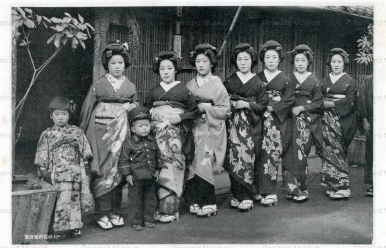 mb600-舞妓七人と子供二人