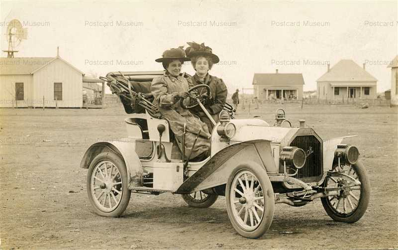 car040-Two Ladies Ii a Buick Automobile