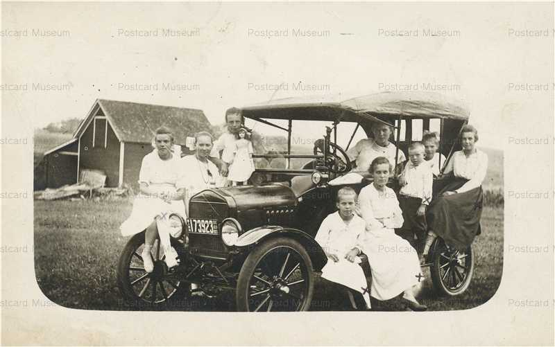 car110-Caledonia Minnesota Car Family & Doll