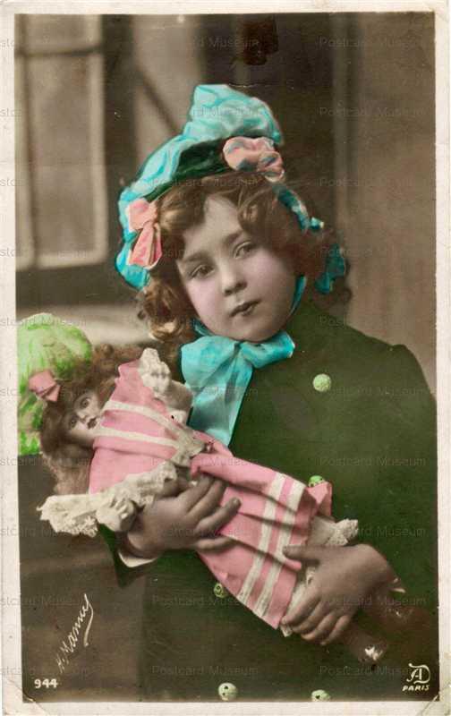 do037-Bonnet Doll
