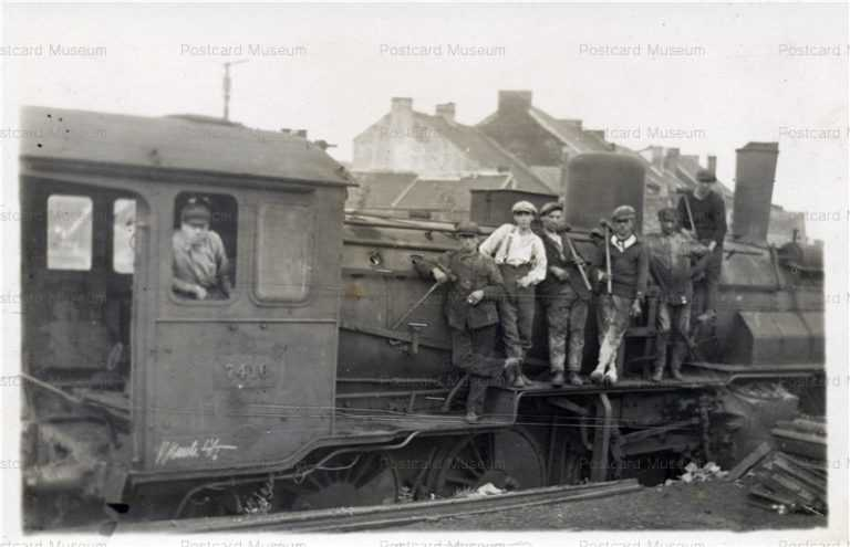 trm140-Railroad Workers on Locomotive
