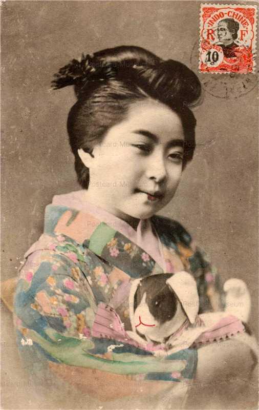 ba004-張子の犬抱く女性