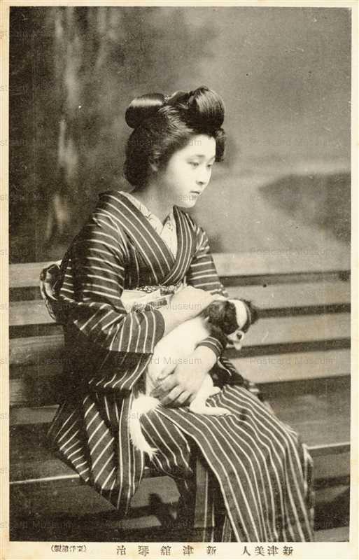 ba055-犬を抱く女性