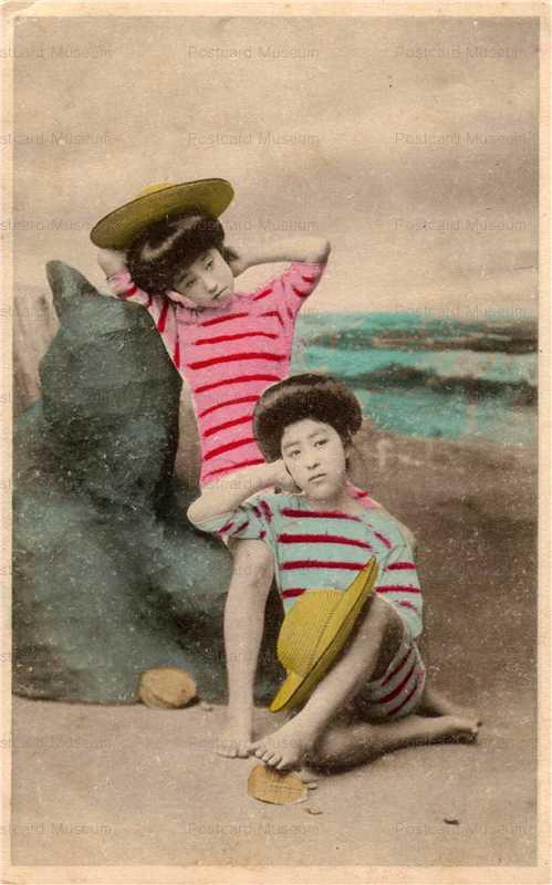 bs006-麦藁帽子を持つ縞水着二人