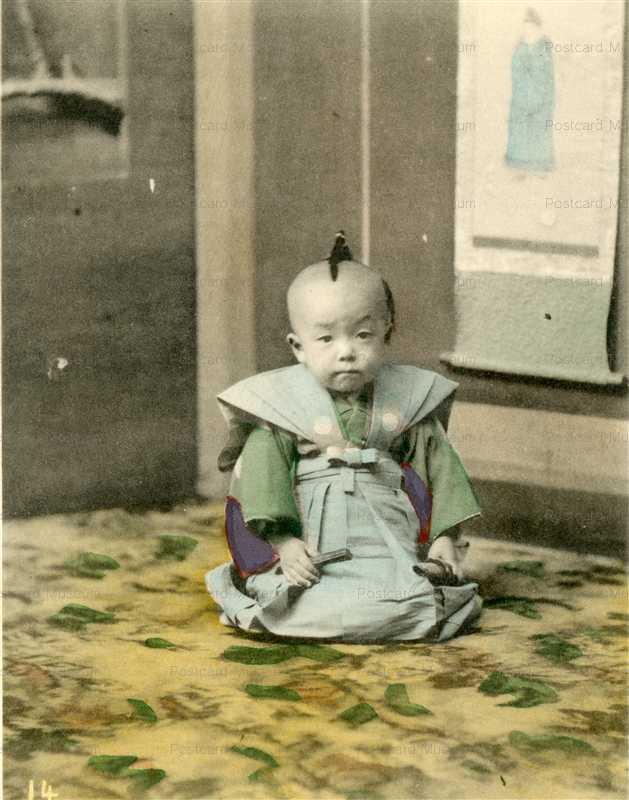 fb050-正座する赤ちゃん