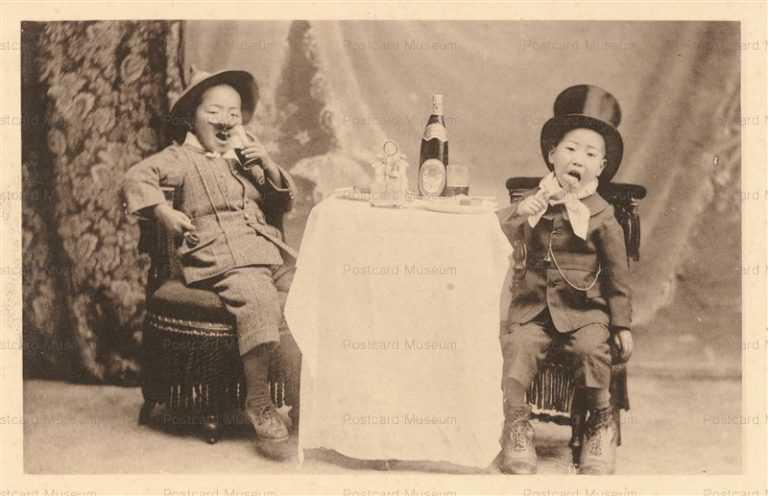 fe160-洋食を食べる仮装の子供達 アサヒビール