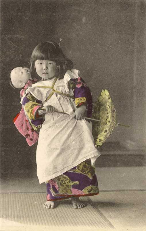 fi026-市松人形 少女のおんぶ