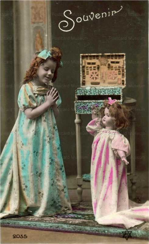 do036-Pray Girl&Doll